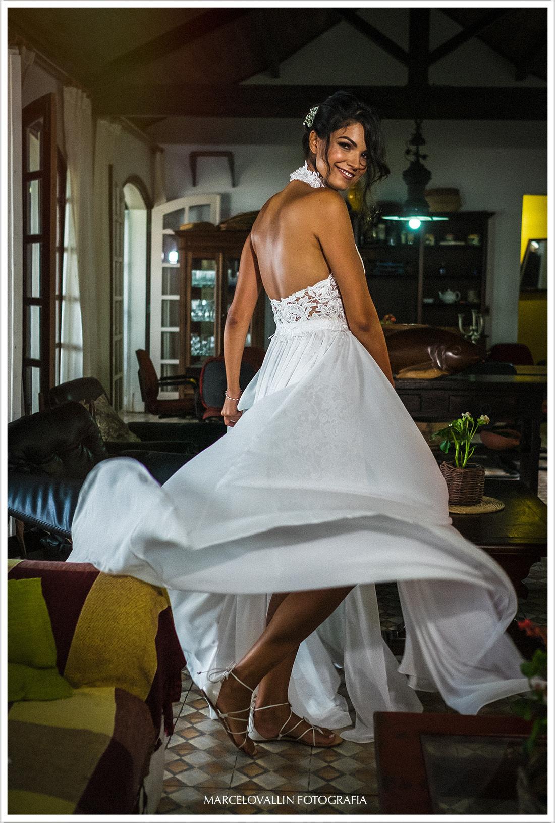Noiva rodando o vestido