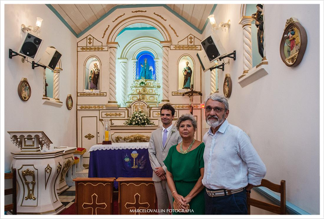 Noivo Aguardando a noiva no altar