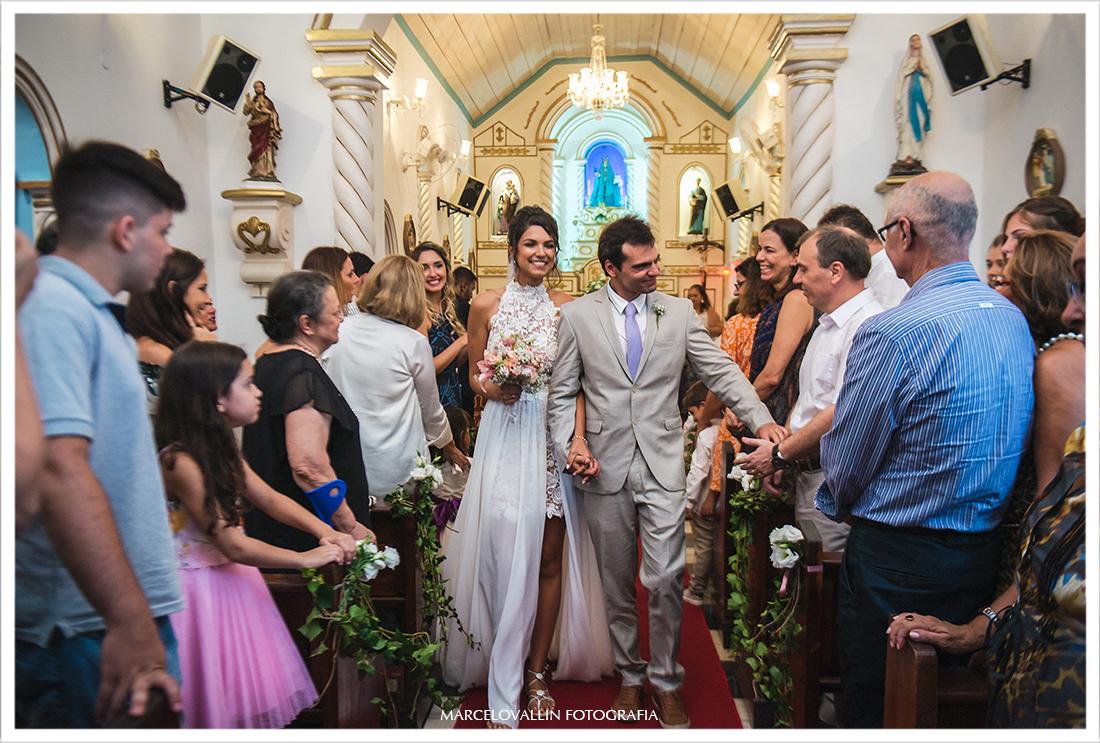 Foto da saída dos noivos da Igreja