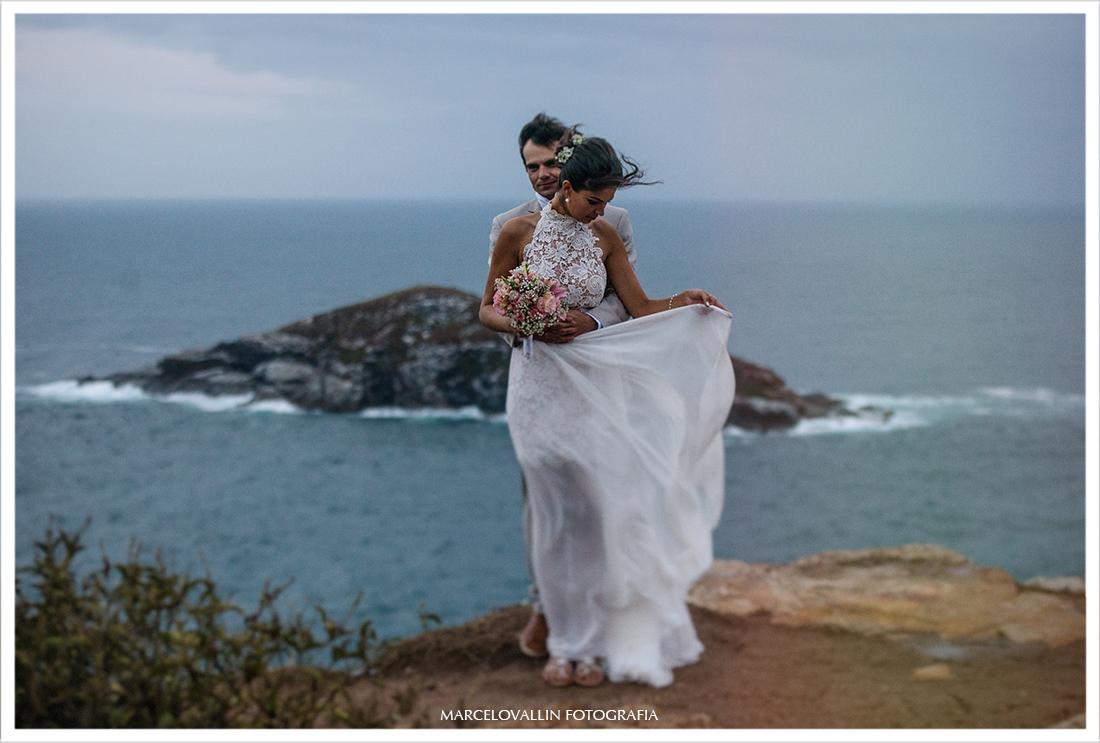casamento na praia, ensaio fotográfico noivos em Arraial do Cabo