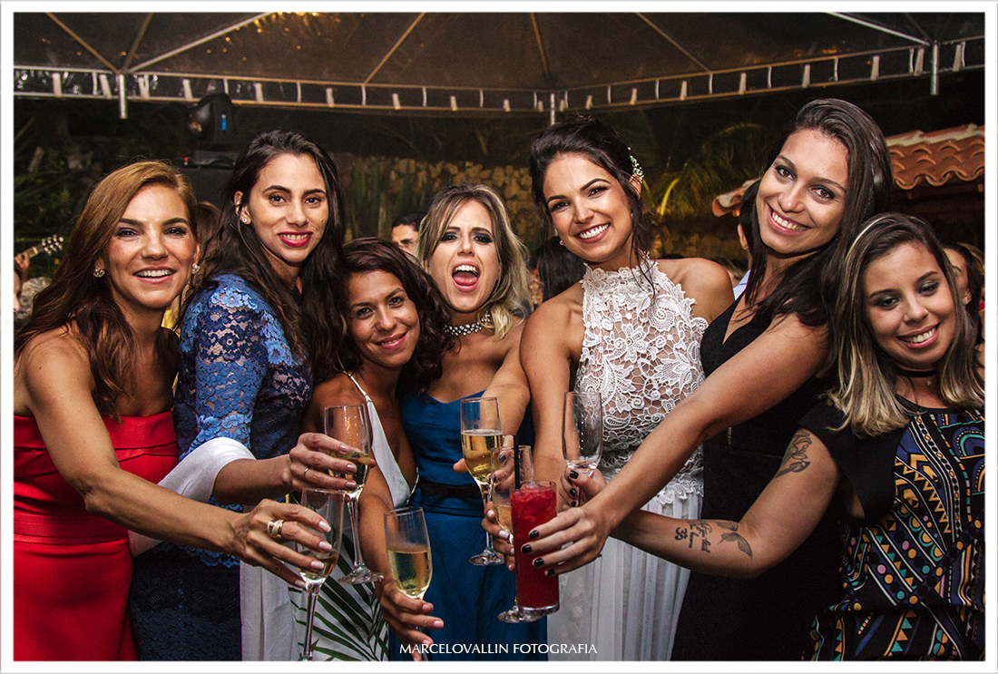 Foto com as amigas da noiva - Arraial do Cabo