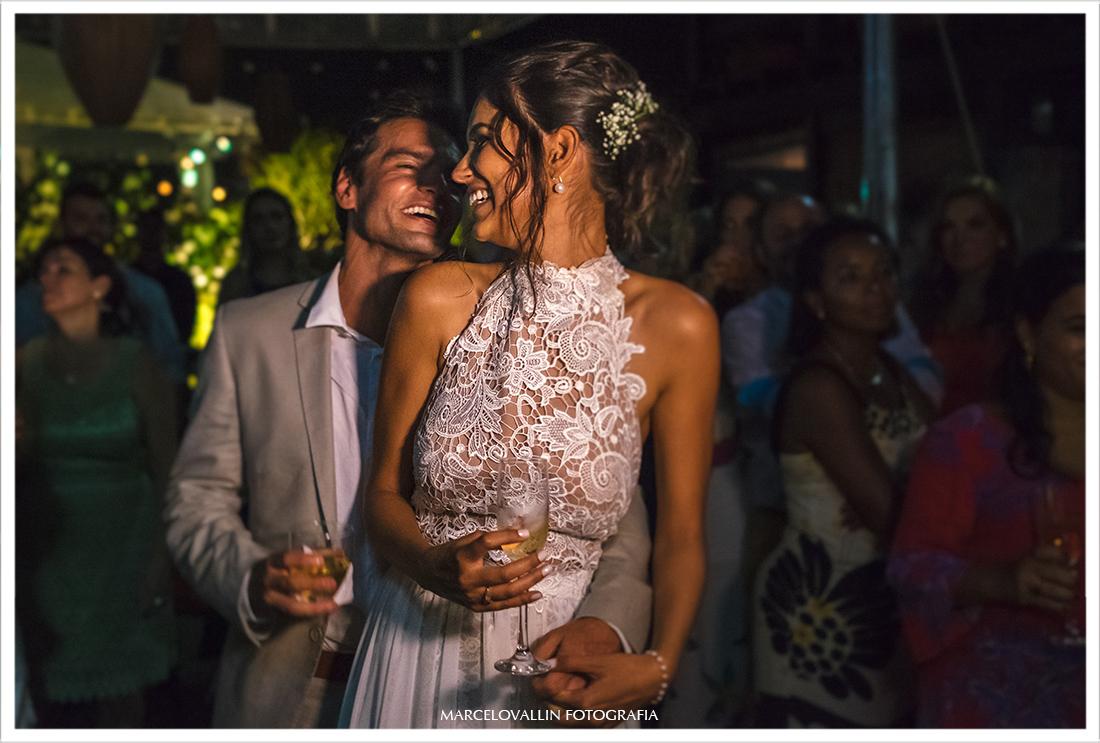 Noivos curtindo festa de Casamento
