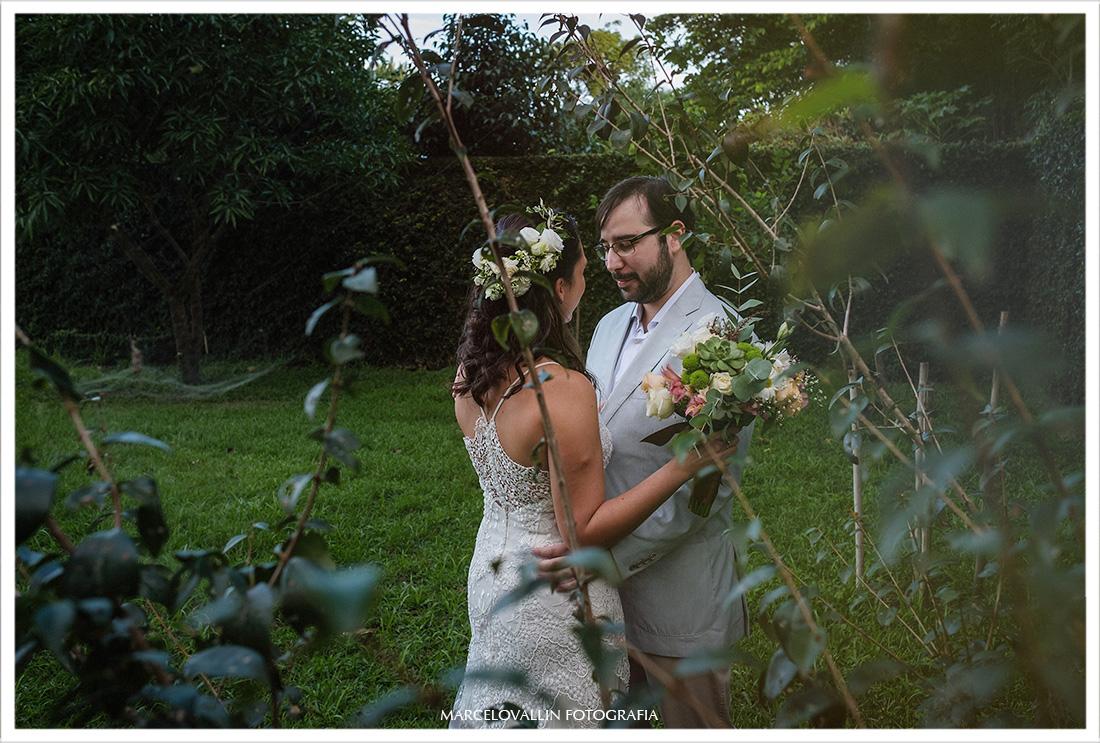 Fotografia do first look dos noivos em casamento no sítio Pedaço do Paraíso