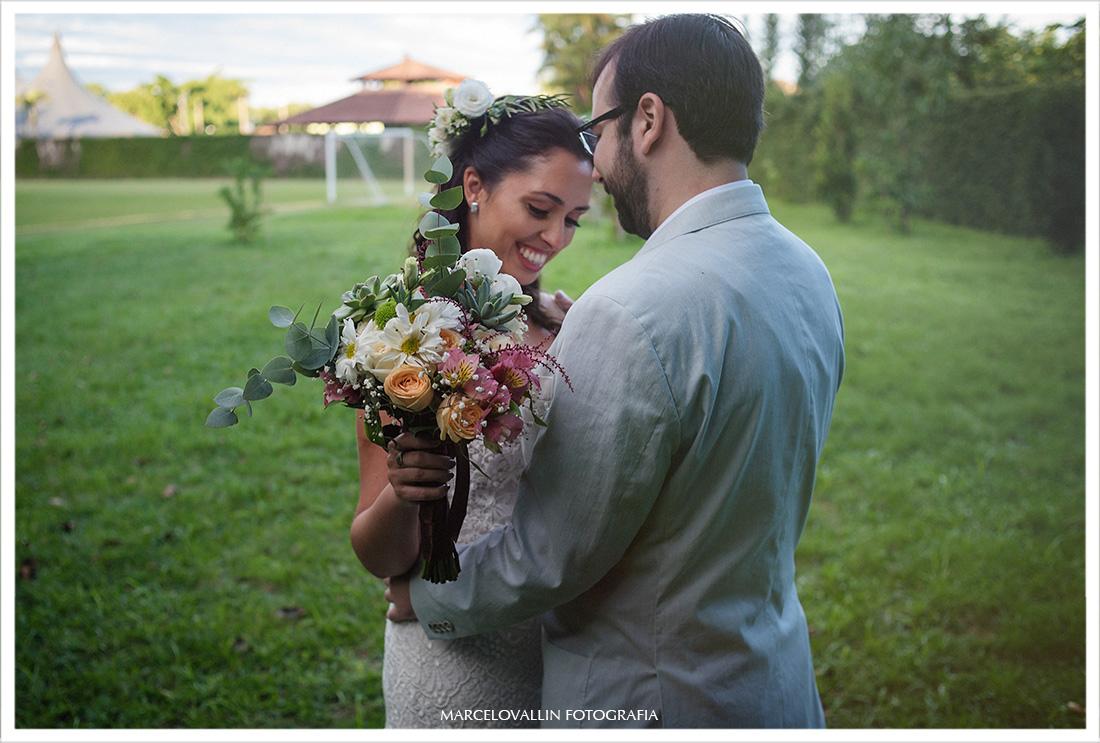 Foto dos noivos se vendo pela primeira vez