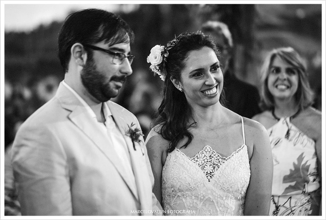 Foto dos noivos na cerimonia de casamento RJ