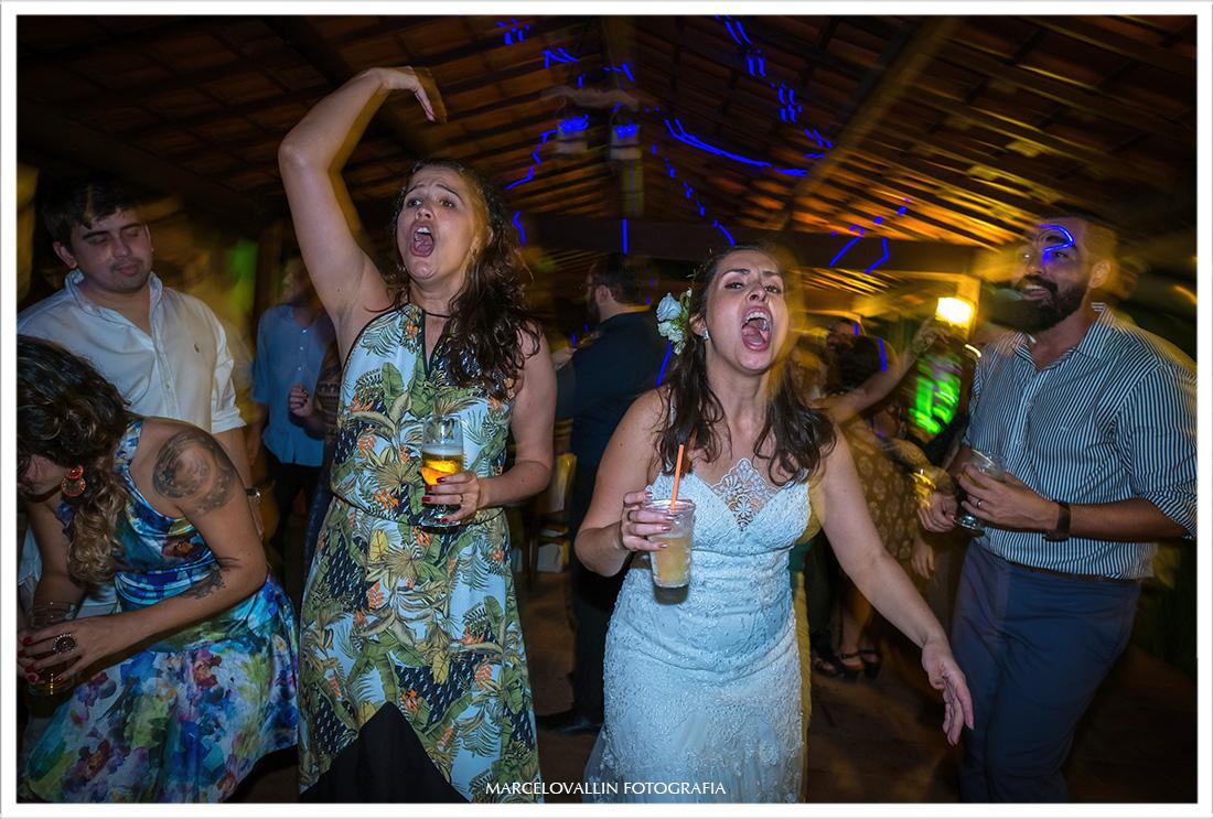 Noiva dançando em festa de casamento