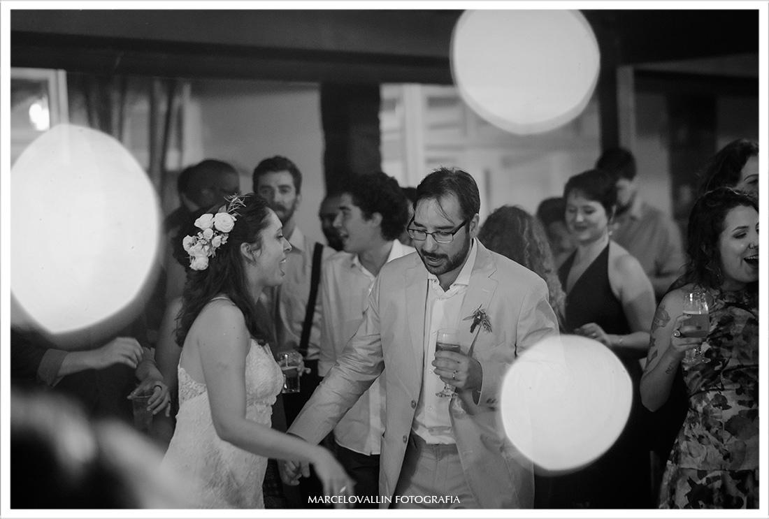 Foto dos noivos na pista de Dança