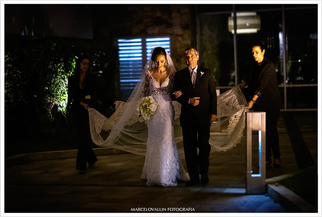 Entrada da noiva na cerimonia