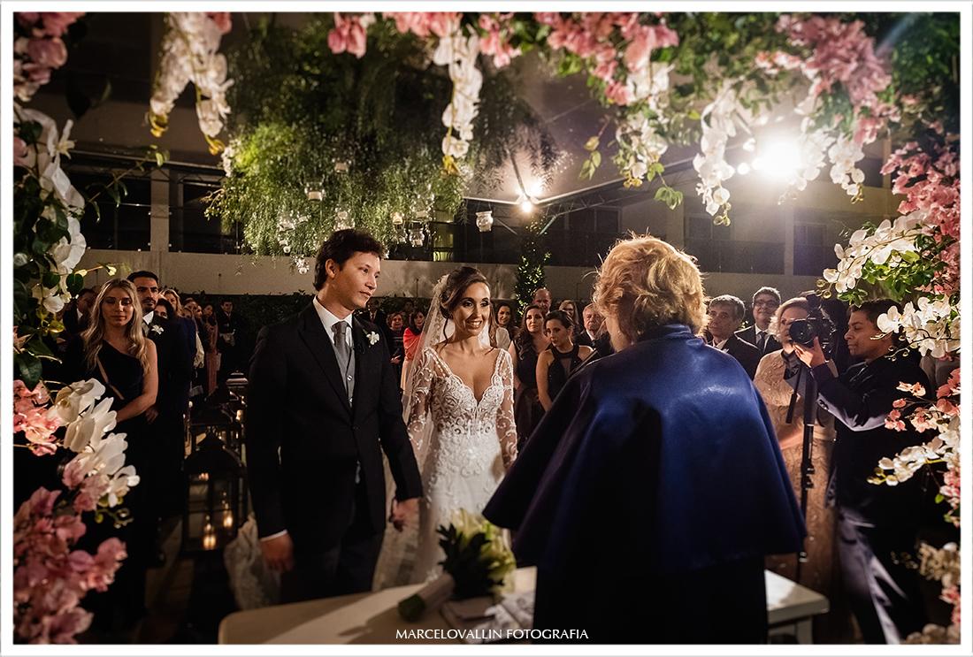 Fotografia do noivos na cerimonia de casamento