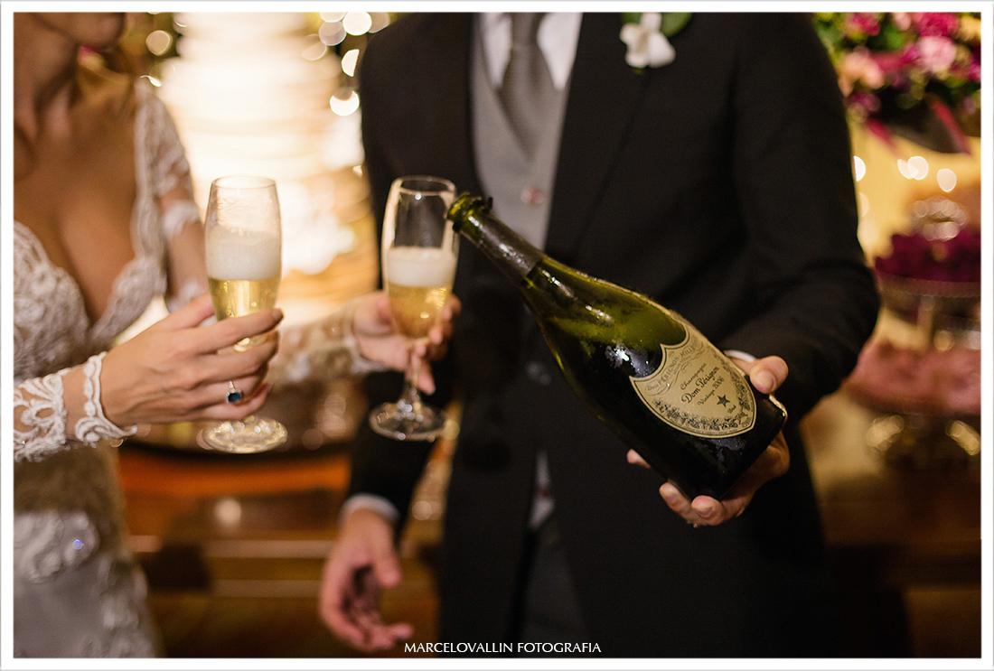 Brinde dos noivos com Champagne Dom Perignon