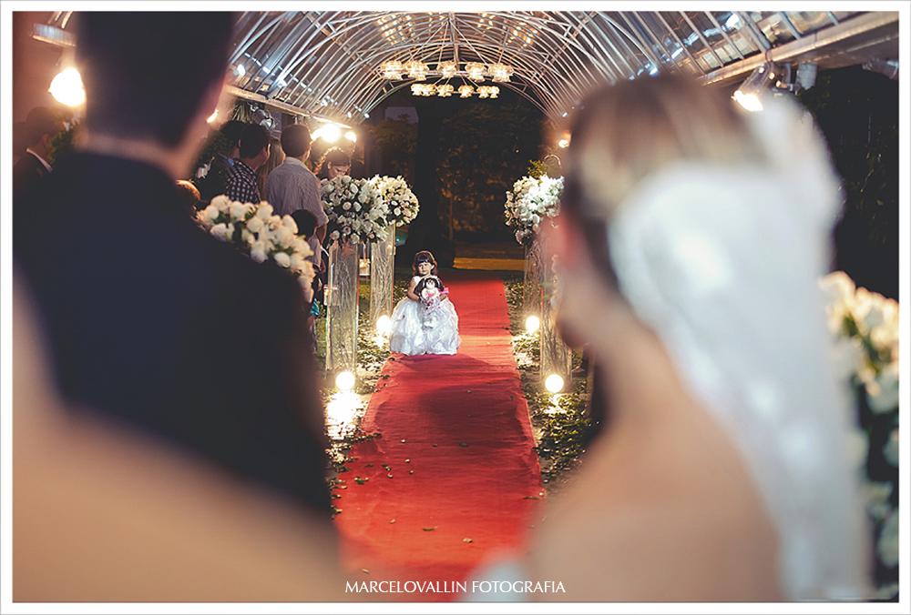Foto de Casamento RJ - Daminha entrando com alianças