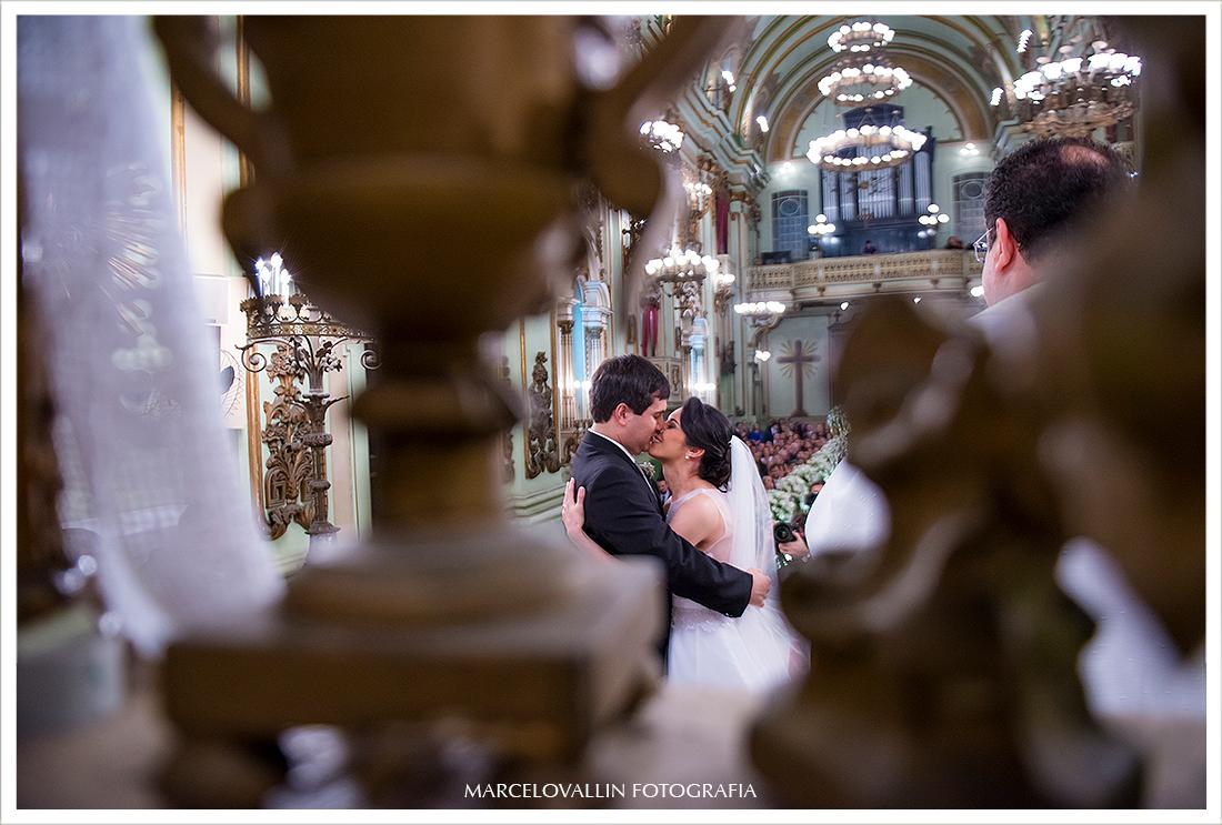 Foto de Casamento - O beijo dos noivos - Igreja São José