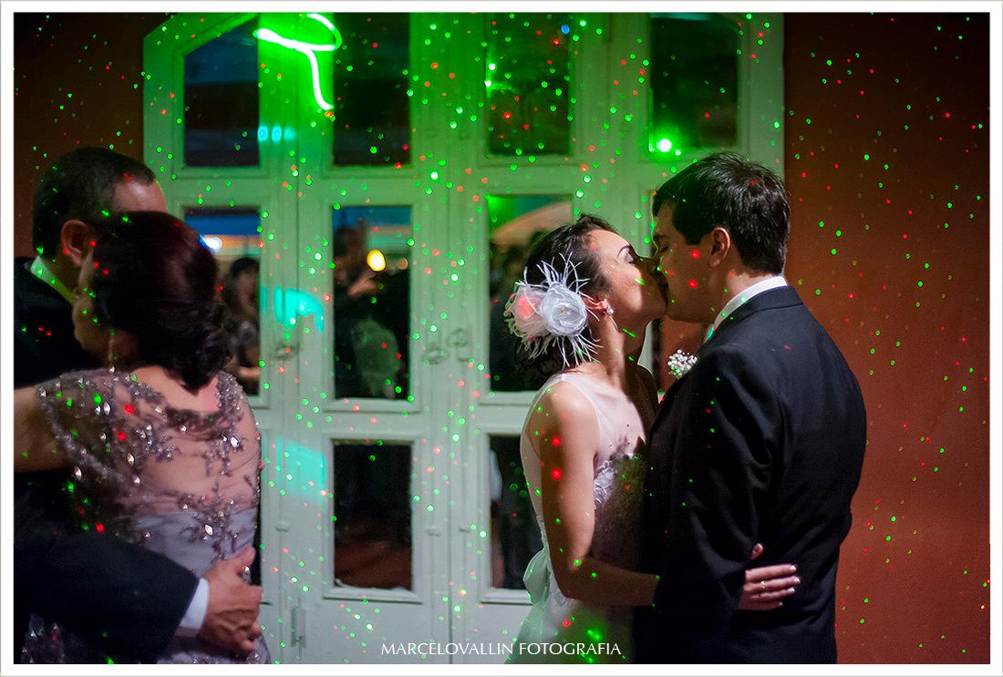 Foto dos noivos dançando - Quinta do Chapecó