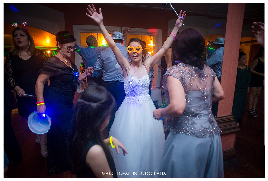Foto da noiva dançando - Quinta do Chapecó