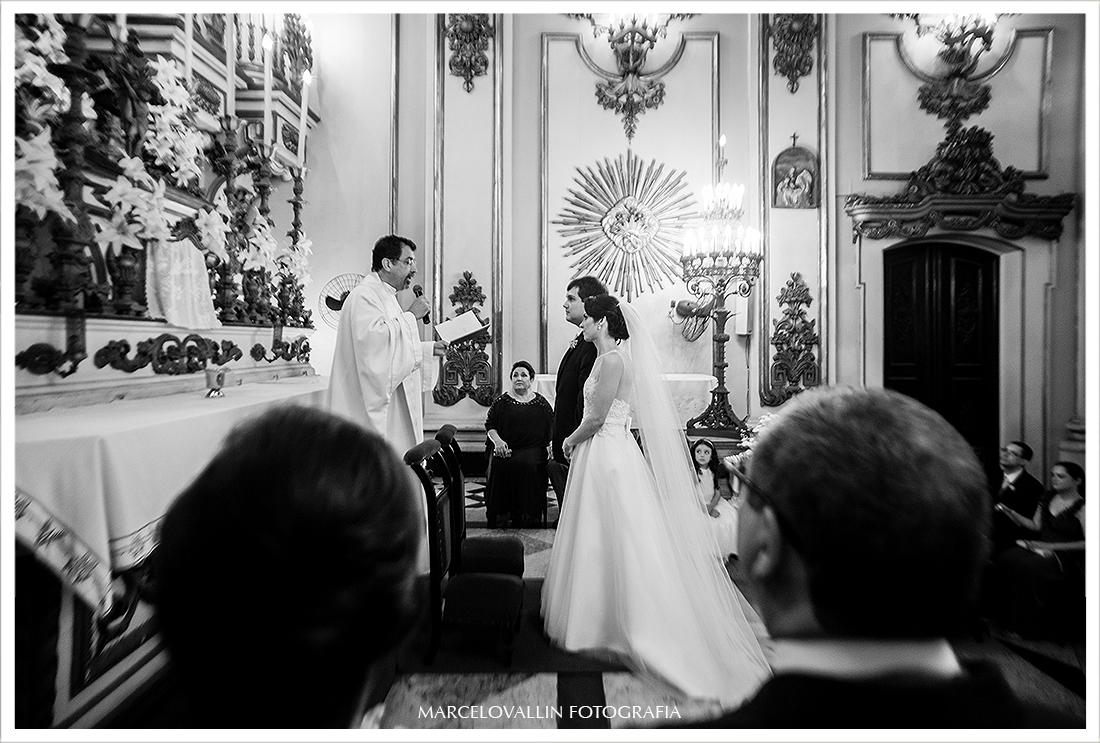 Foto lateral do altar na cerimonia de casamento Igreja São José