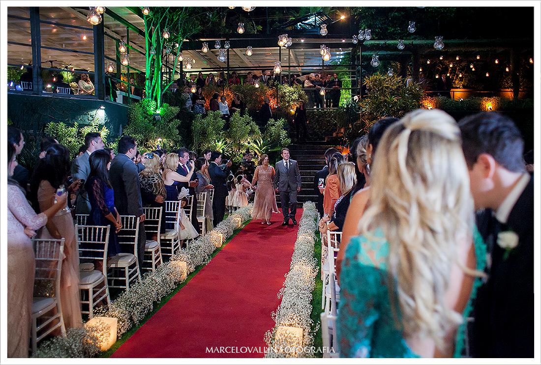 Foto de cerimonia de Casamento RJ - Entrada do Noivo - Casa das Canoas