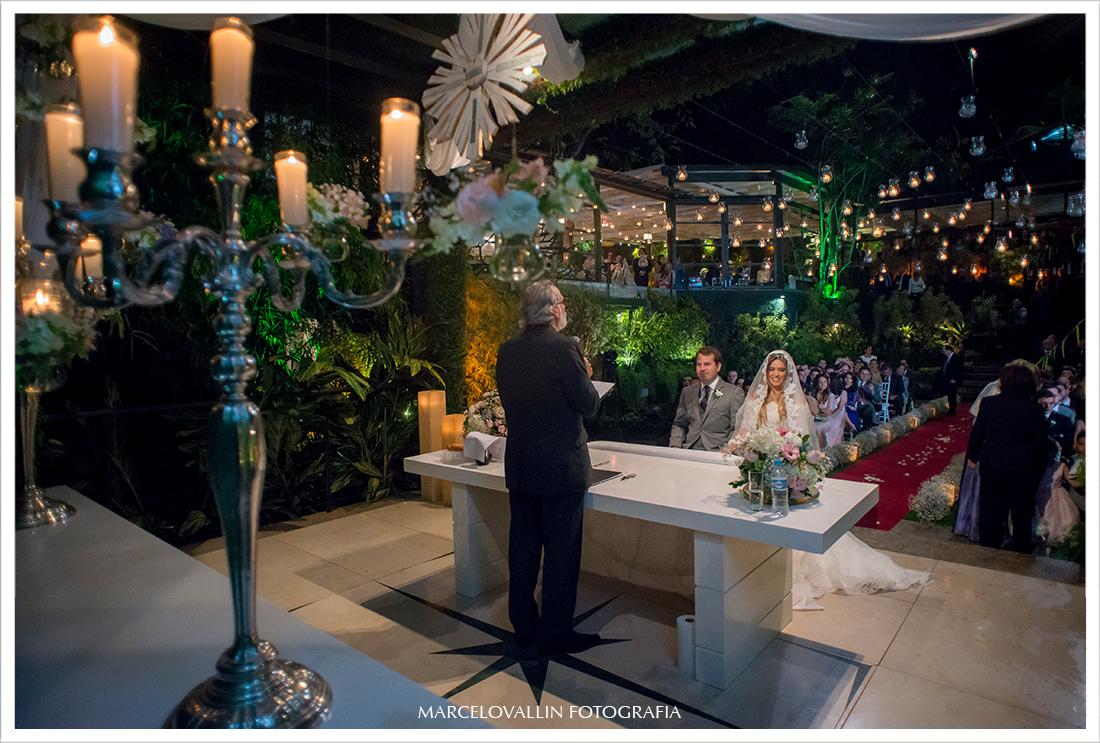 Fotografia de cerimonia de Casamento RJ - Noivos Casa das Canoas