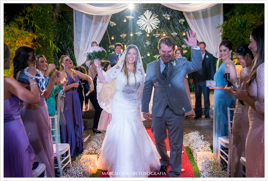 Foto de Casamento - Saída dos noivos - Casa das Canoas