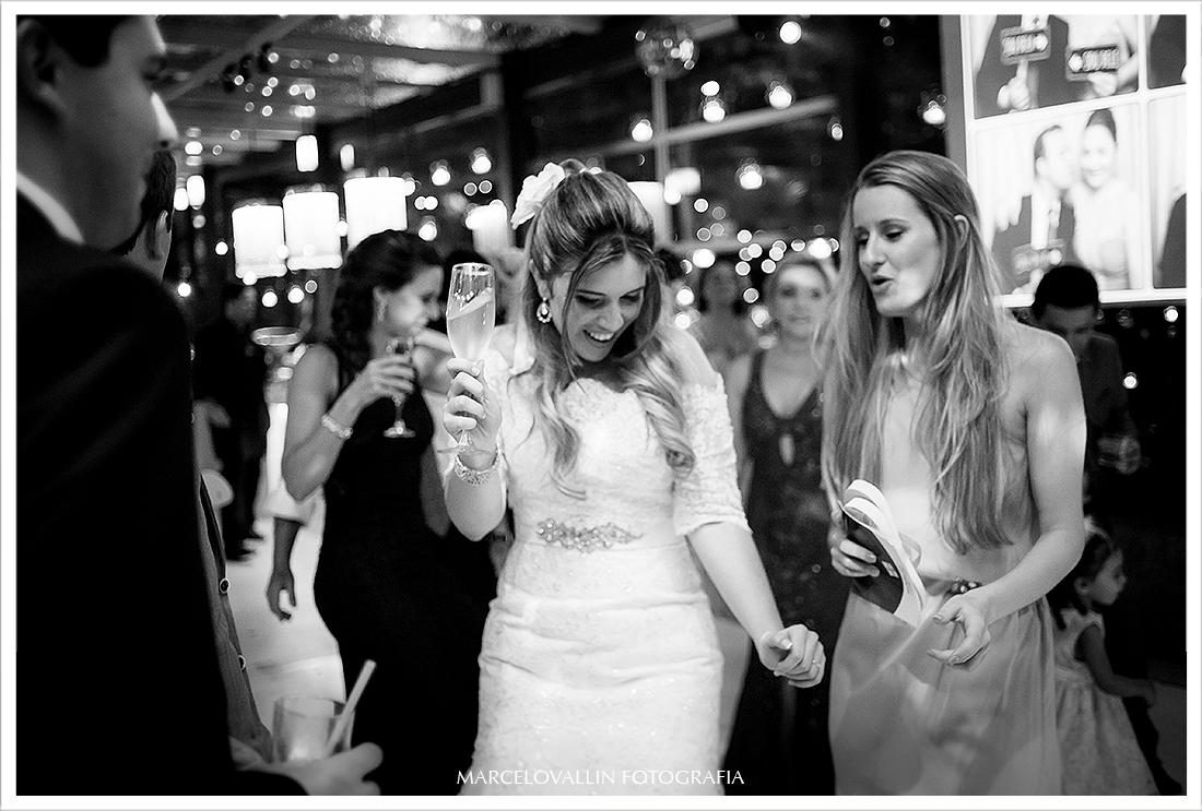 Foto Casamento RJ - Noiva Dançando na  Casa das Canoas