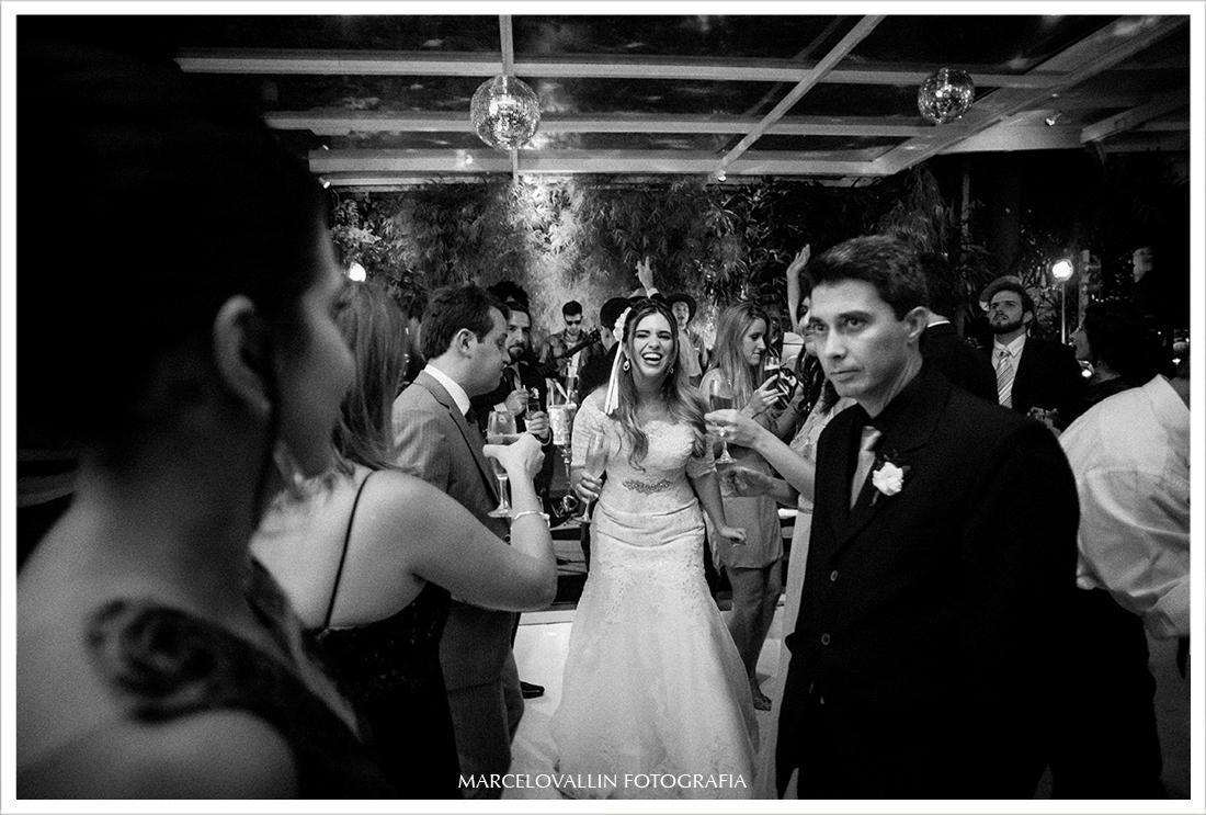 Fotografia de festa de Casamento RJ - Noivos Dançando