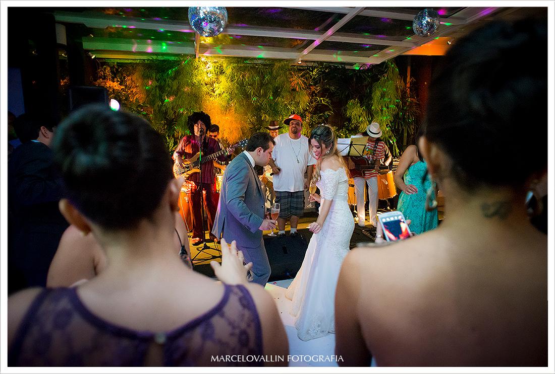 Foto de Casamento RJ - Noivos pista de dança - Casa das Canoas