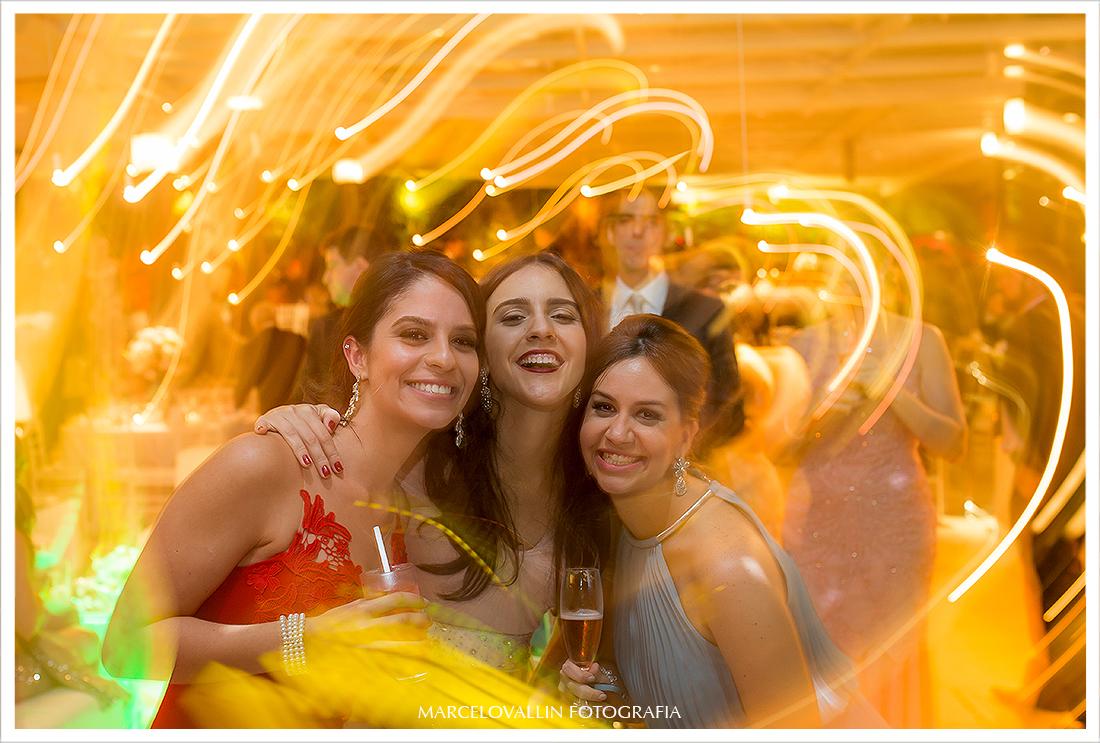 Foto de Casamento RJ - Conviados na pista de dança - Casa das Canoas