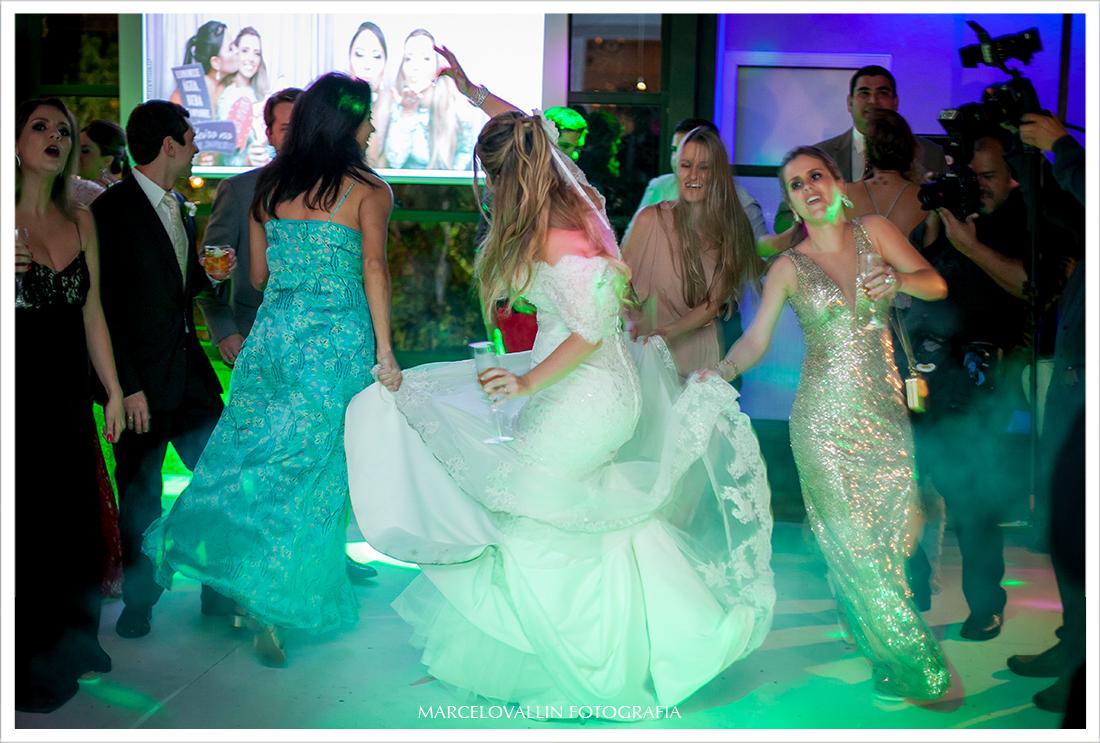 Foto de Casamento RJ - Noiva na pista de dança - Casa das Canoas