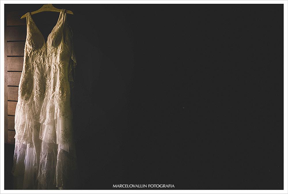 Fotografo de Casamento - Vestido de noiva pendurado na barraca de praia - Praia dos Carneiros