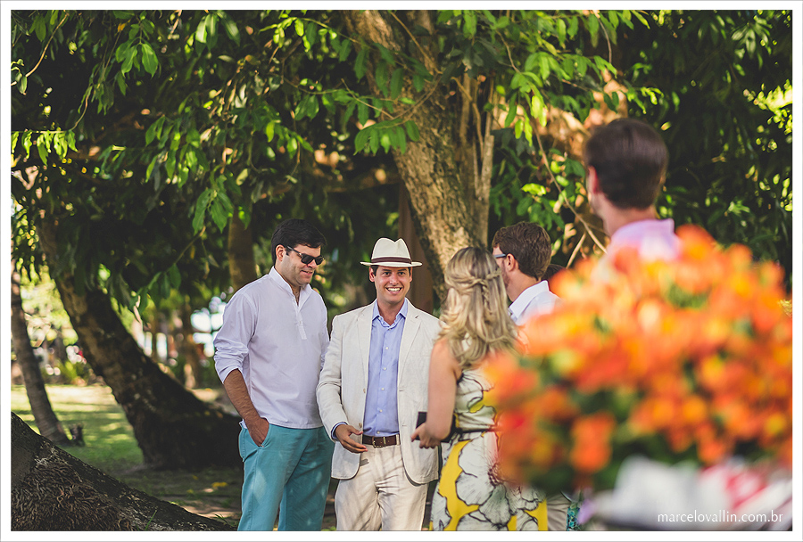 Fotografia de Casamento - Noivo recebendo convidados - Praia dos Carneiros PE