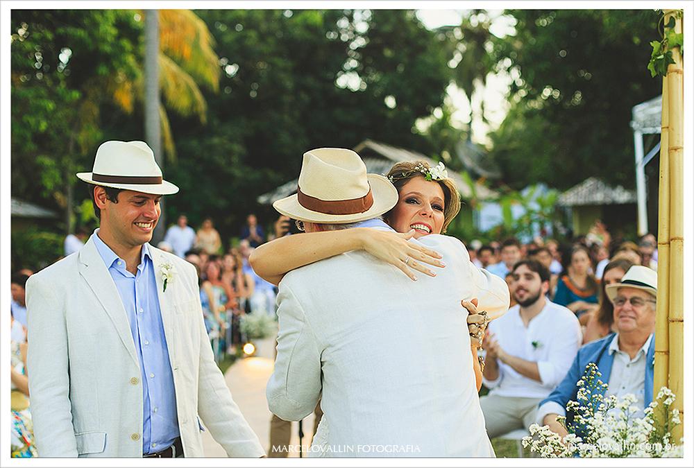 Fotografia de Casamento - Noivos sorrindo - Praia dos Carneiros PE