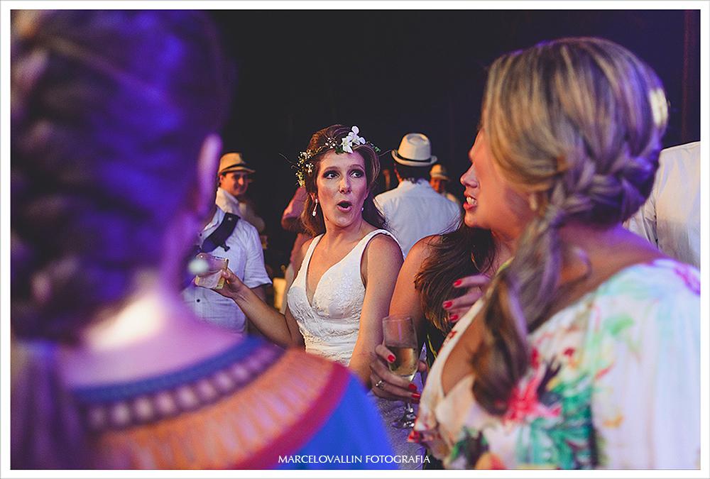 Fotografia de Casamento - Noiva dançando - Praia dos Carneiros PE