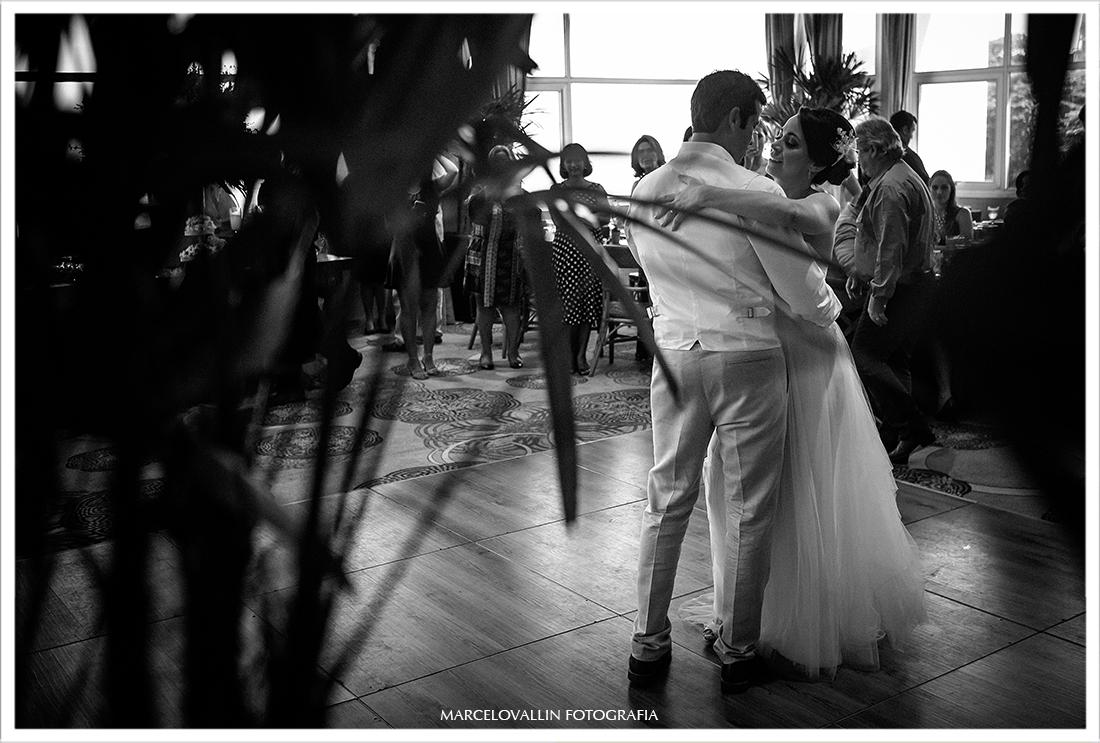 Min wedding - Noivos dançando festa de casamento