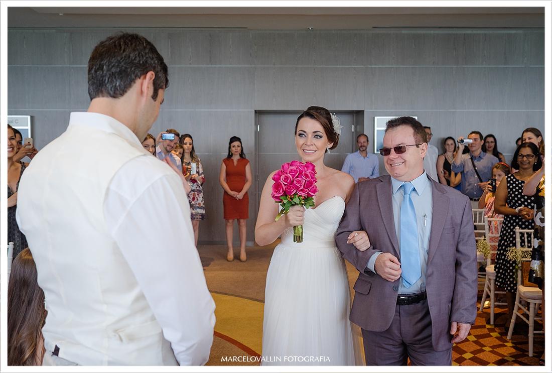 Mini weddng rio de janeiro, noiva entrando na cerimonia hotel Sheraton