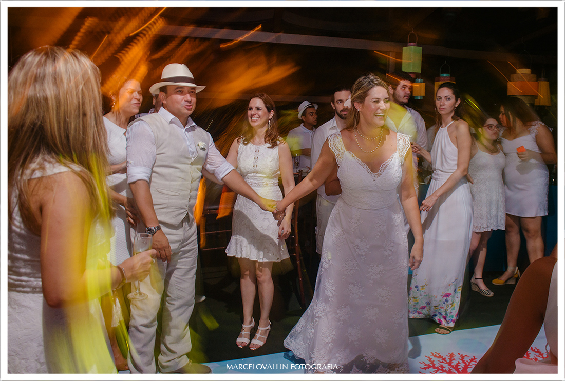 Noivos dançando - home wedding