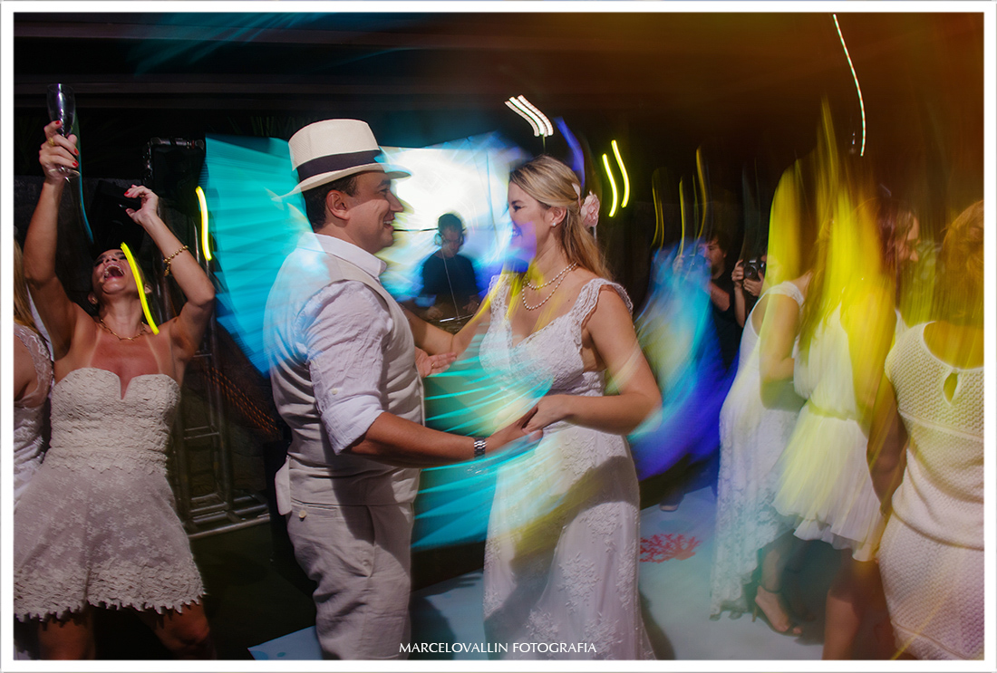 Home wedding - noivos na pista de dança