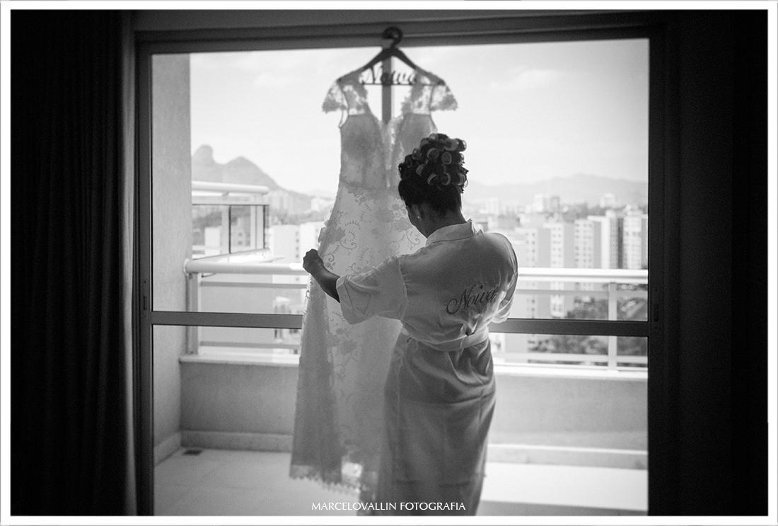 Foto de noiva com vestido em making of