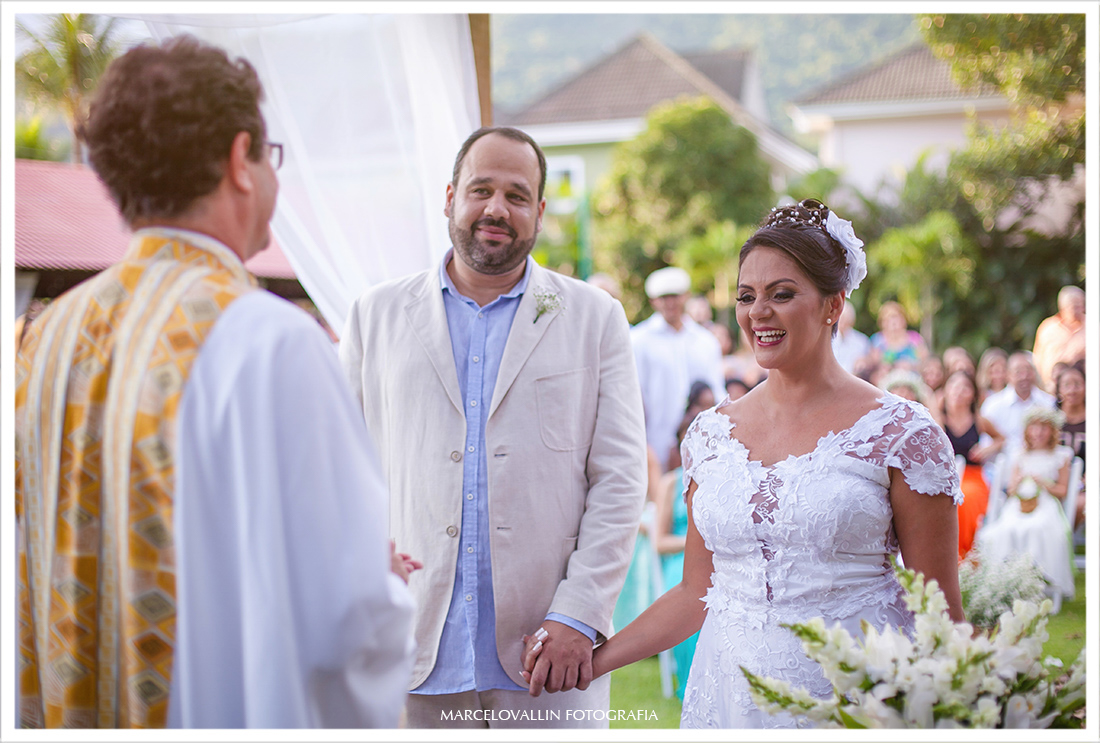 Noivos na cerimonia de casamento Sitio veredas