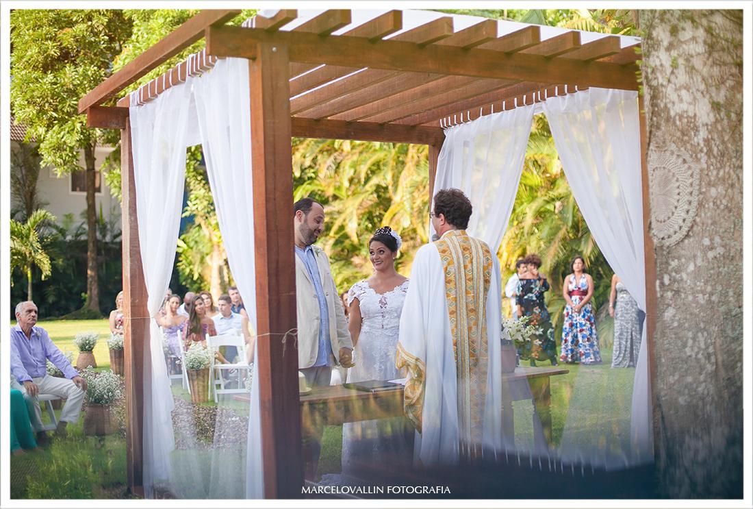 Fotografia dos Noivos na cerimonia de casamento Sitio veredas