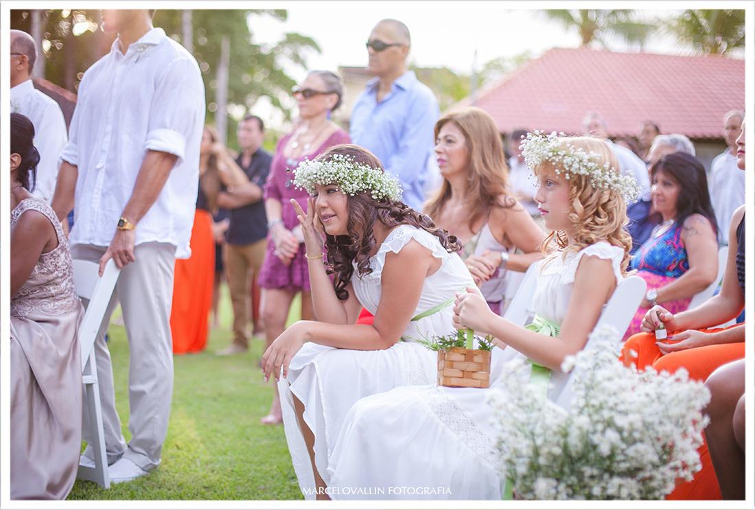 Foto Daminha de casamento chorando