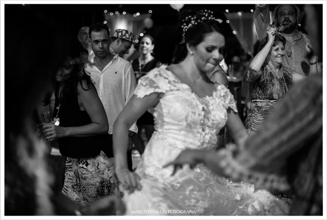 Fotografia noiva dançando em festa de casamento Sítio Veredas