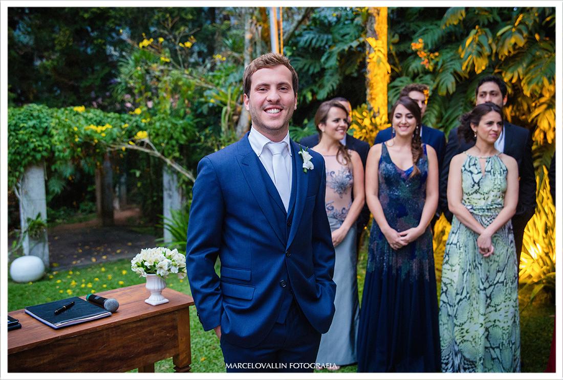 Fotografia de Casamento Petrópolis - Noivo esperando a noiva no altar