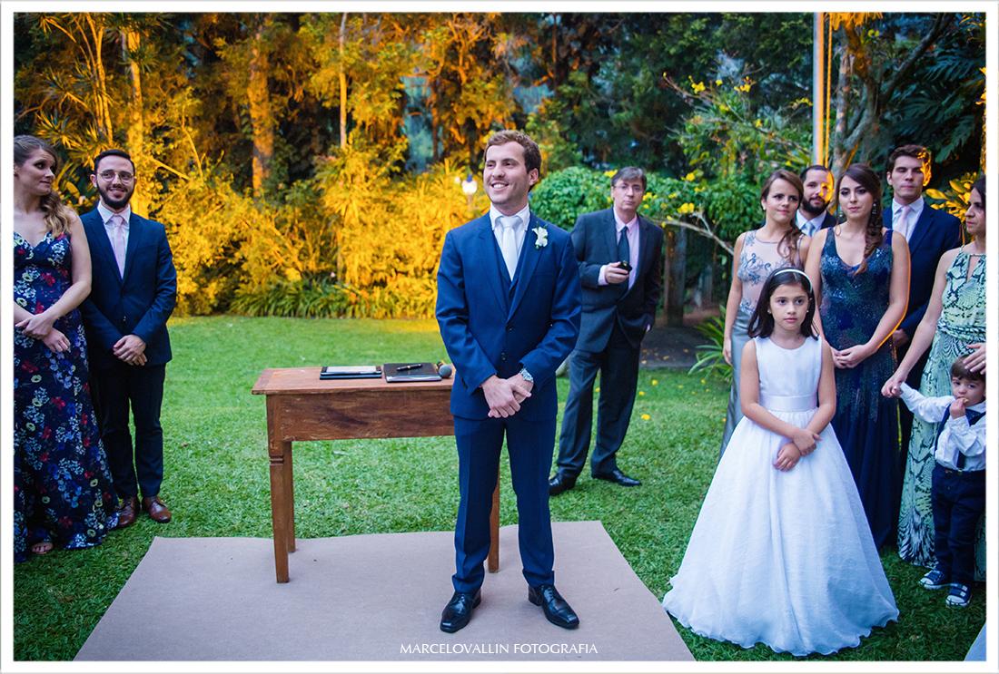Fotos de Casamento no campo Petrópolis - noivo Pousada Vila Brasil
