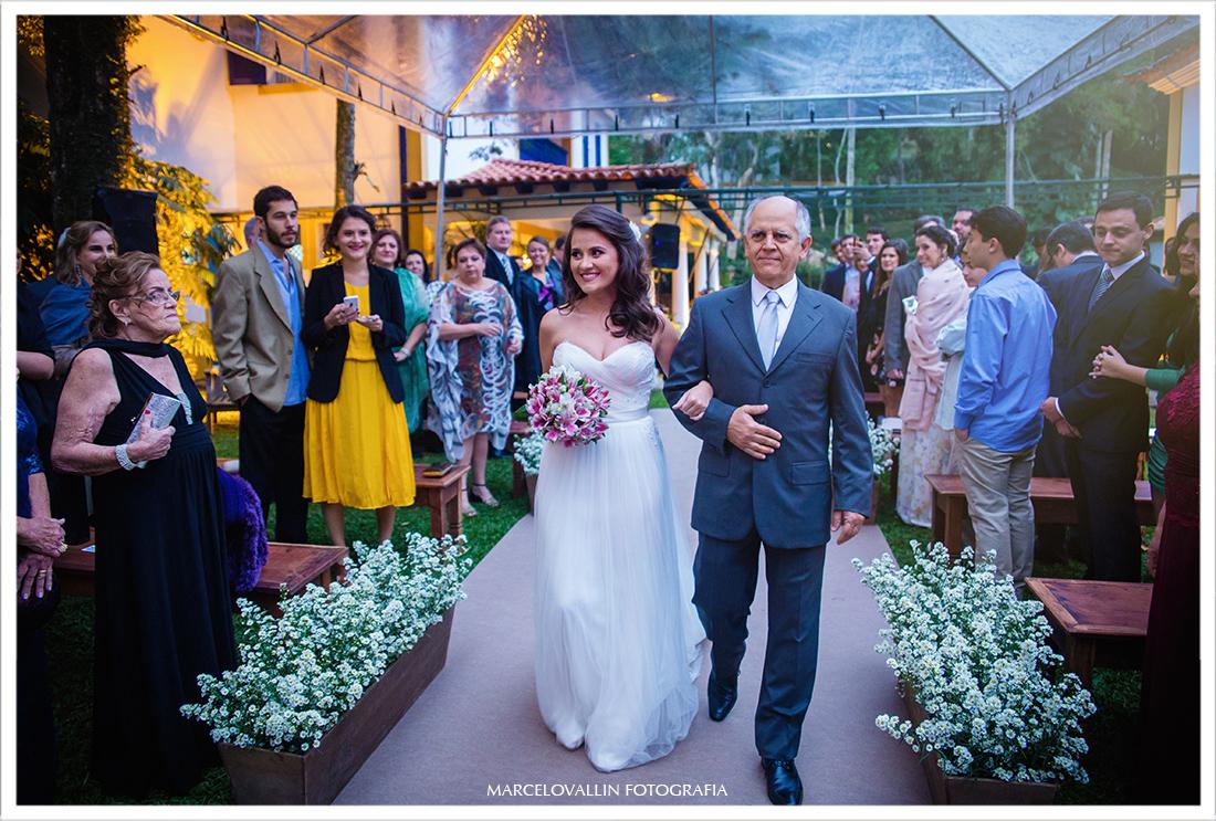 Fotografia de Casamento Petrópolis - Noiva entrando na cerimonia