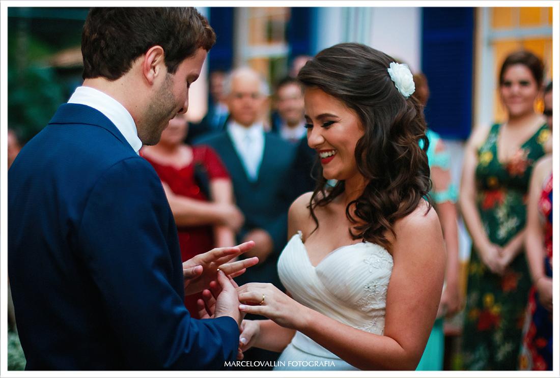 Fotografia de Casamento Petrópolis - noivos com alianças