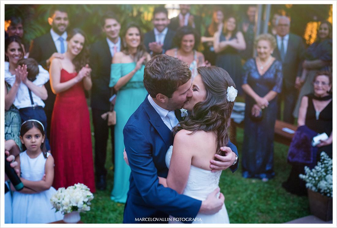 Foto de Casamento Petrópolis - Beijo dos noivos Pousada Vila Brasil