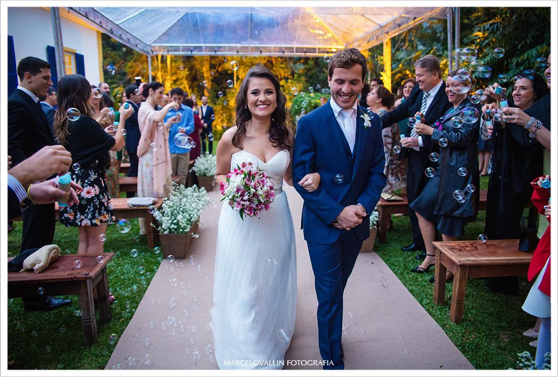 Foto Casamento em Petrópolis - saída dos noivos Pousada Vila Brasil