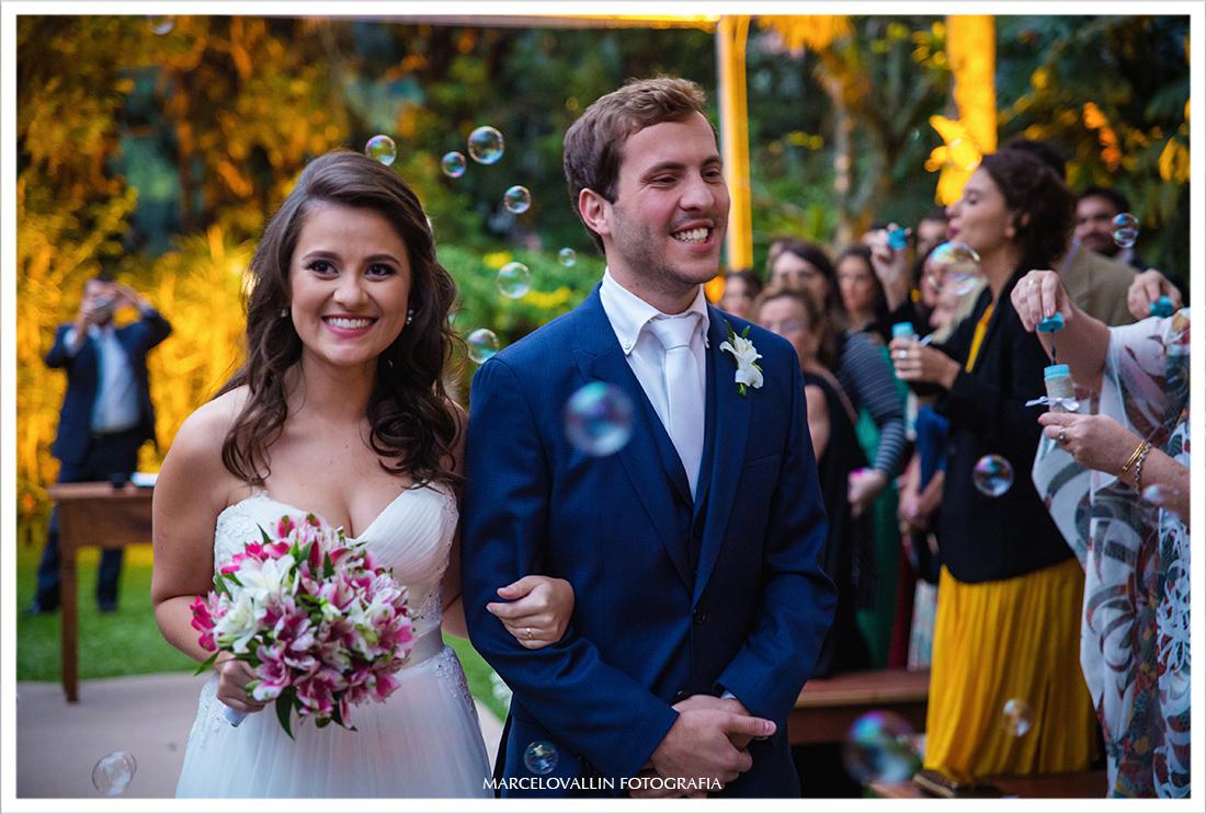 Fotografia Casamento em Petrópolis - saída dos noivos Pousada Vila Brasil
