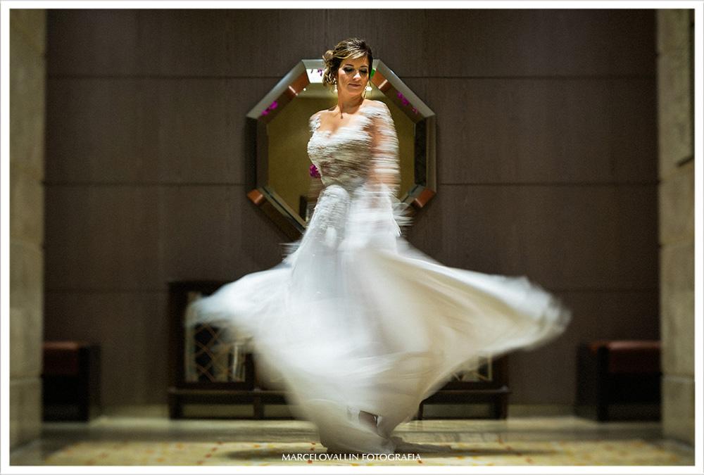 Foto vestido de noiva Carol Hungria - Ensaio Casal no Hotel Sheraton de São Conrado - RJ.