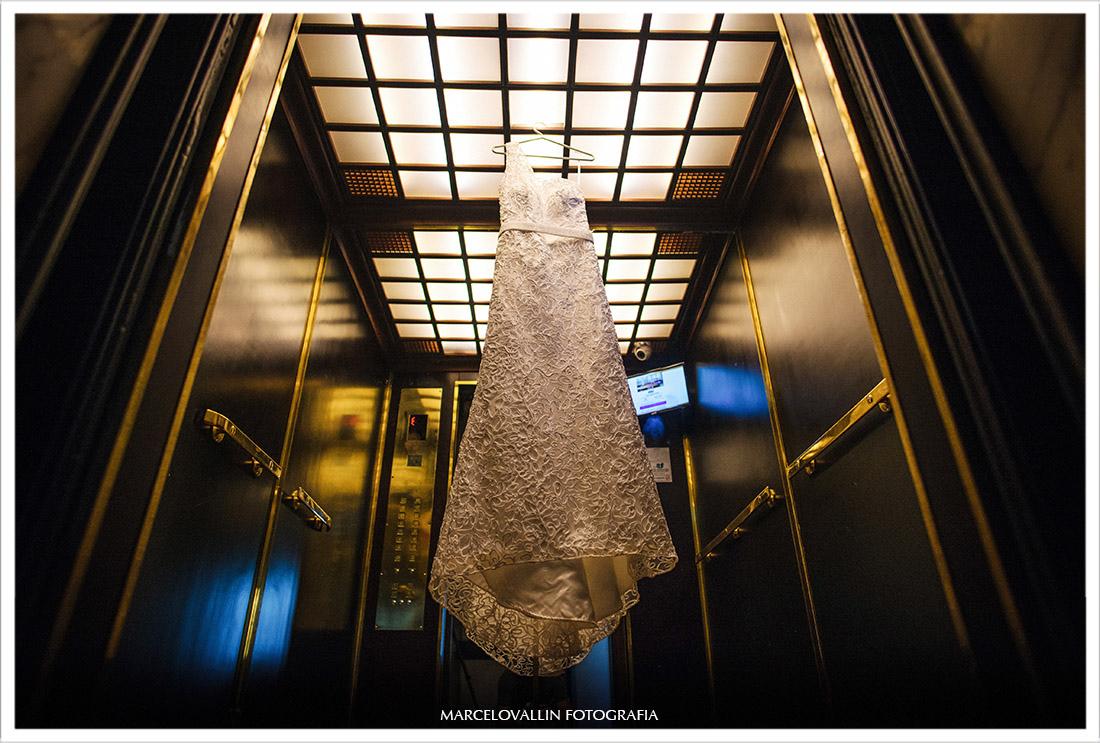 Foto de vestido de noiva - Fotografia de Casamento Capela Real RJ | Roberta e Pedro