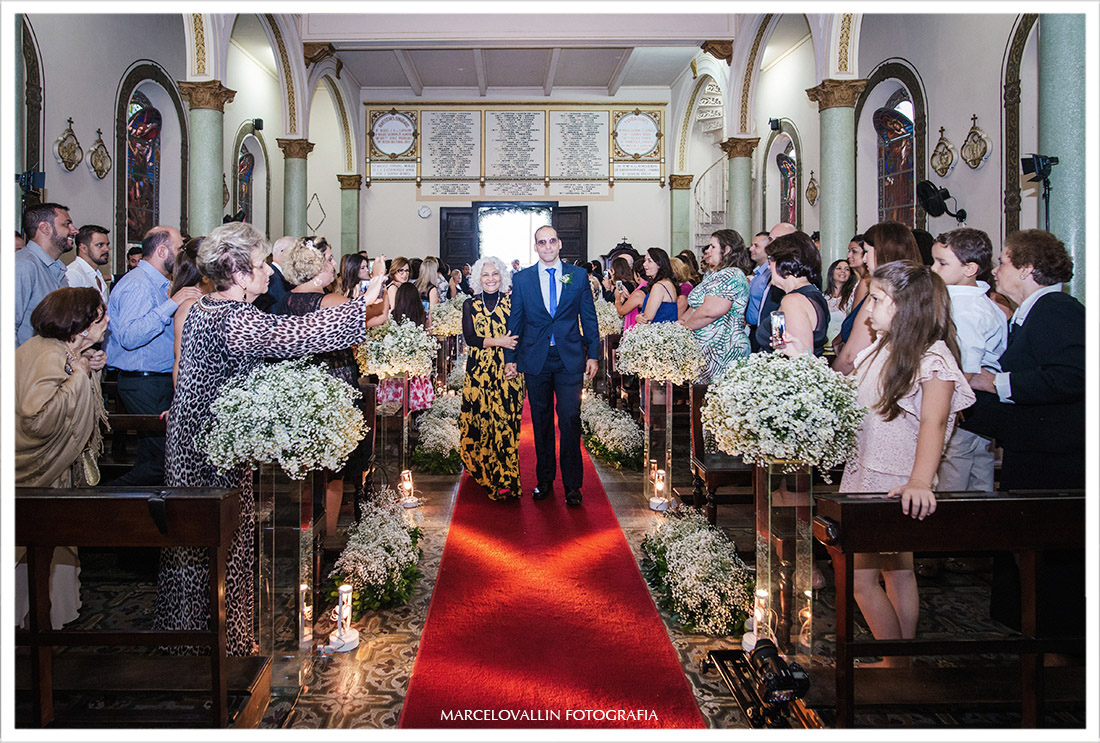Foto do noivo entrando na igreja - Casamento Capela Real RJ
